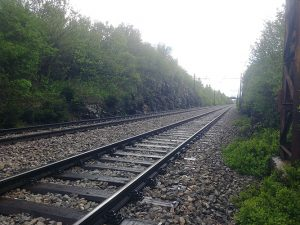 Vlak povozil človeka